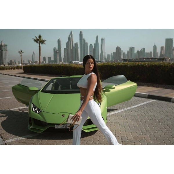 Superior Car Rental - Lamborghini Huracán EVO Spyder - Green - Exclusive Luxury Rent