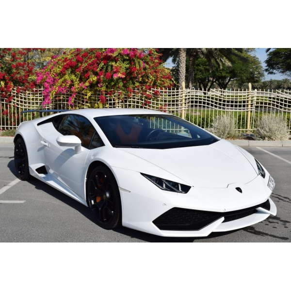 Superior Car Rental - Lamborghini Huracan Coupe - White - Exclusive Luxury Rent