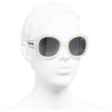Chanel - Occhiali da Sole Quadrati - Bianco Grigio - Chanel Eyewear