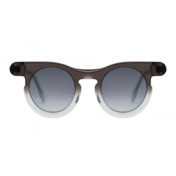 Potrait Eyewear - Lori Marrone e Verde (C.06) - Occhiali da Sole - Realizzati a Mano in Italia - Exclusive Luxury Collection