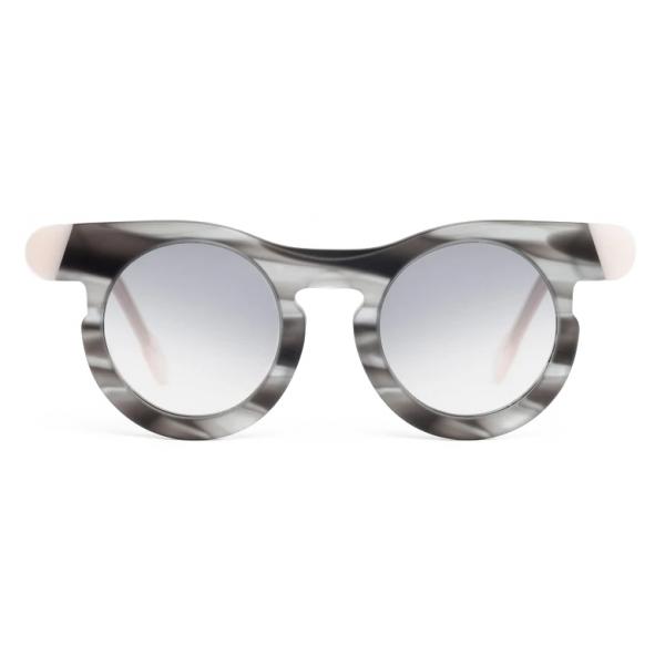 Potrait Eyewear - Lori Grigio Havana (C.09) - Occhiali da Sole - Realizzati a Mano in Italia - Exclusive Luxury Collection