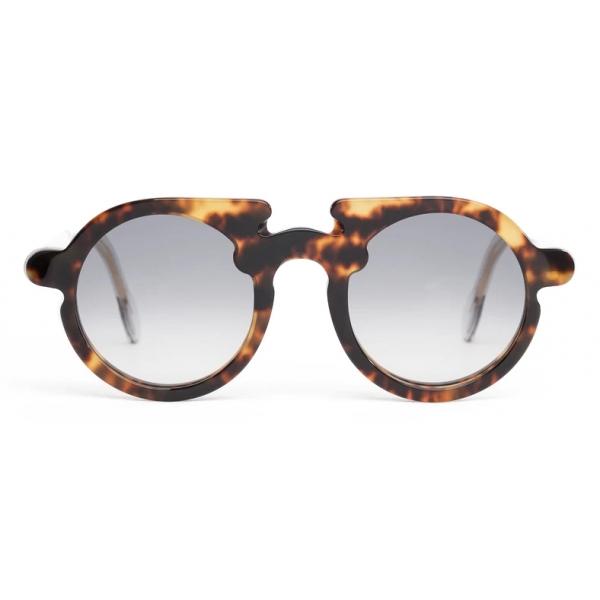 Potrait Eyewear - Flavin Tartaruga (C.03) - Occhiali da Sole - Realizzati a Mano in Italia - Exclusive Luxury Collection