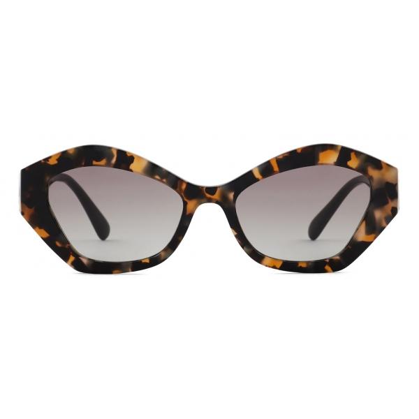 Giorgio Armani - Occhiali da Sole Donna Forma Irregolare - Marrone Grigio - Occhiali da Sole - Giorgio Armani Eyewear