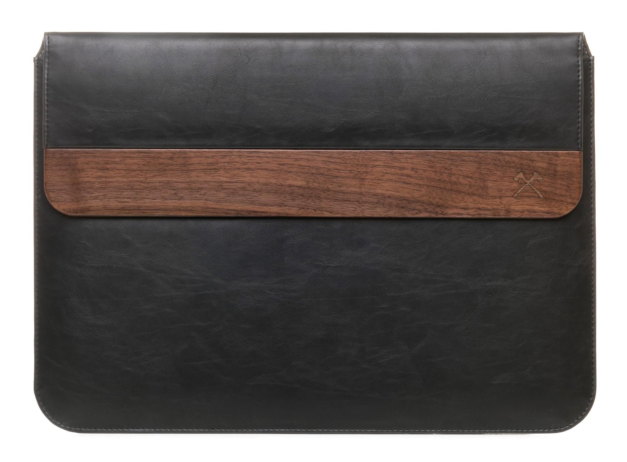5bedde79d7 Woodcessories - Noce / Pelle Nera / MacBook Cover - MacBook 15 Pro -  Custodia Eco Pouch - Borsa MacBook in Legno - Avvenice