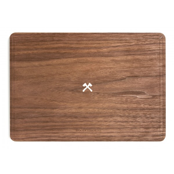 Woodcessories - Noce / MacBook Skin Cover - MacBook 13 Air - Eco Skin - Logo Ascia - Cover MacBook in Legno