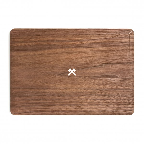 Woodcessories - Walnut / MacBook Skin Cover - MacBook 13 Pro Touchbar - Eco Skin - Axe Logo - Wooden MacBook Cover
