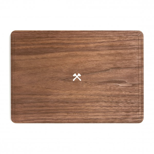 Woodcessories - Noce / MacBook Skin Cover - MacBook 13 Pro Touchbar - Eco Skin - Logo Ascia - Cover MacBook in Legno