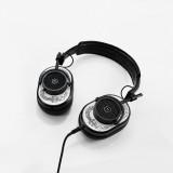 Master & Dynamic - MH40 - Limited Edition - Scott Campbell Studio - Metallo Nero / Pelle Bianca - Cuffie Auricolari Premium