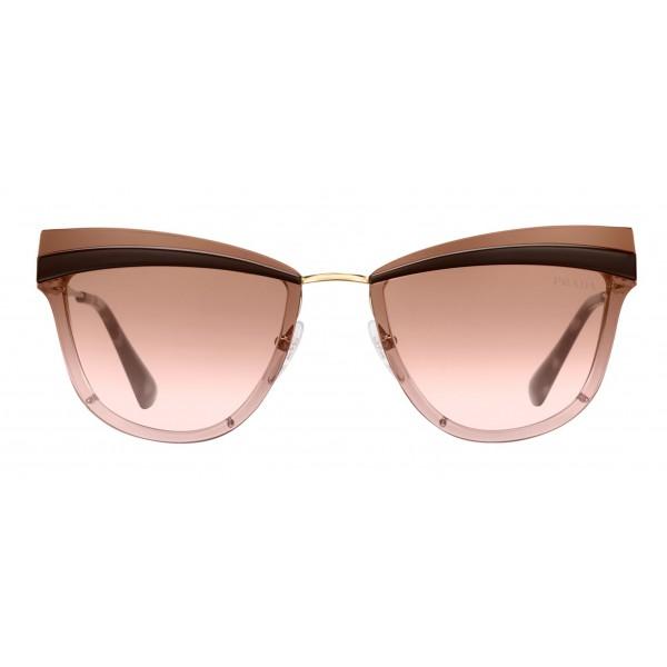 Prada - Prada Cinéma - Occhiali a Gatto in Cacao e Oro Pallido - Prada Cinéma Collection - Occhiali da Sole - Prada Eyewear