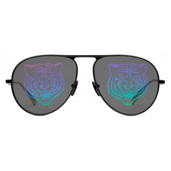 new style e2385 ff89c Gucci - Occhiali da Sole Aviator in Metallo - Metallo Nero con Tigre  Arcobaleno - Gucci Eyewear - Avvenice