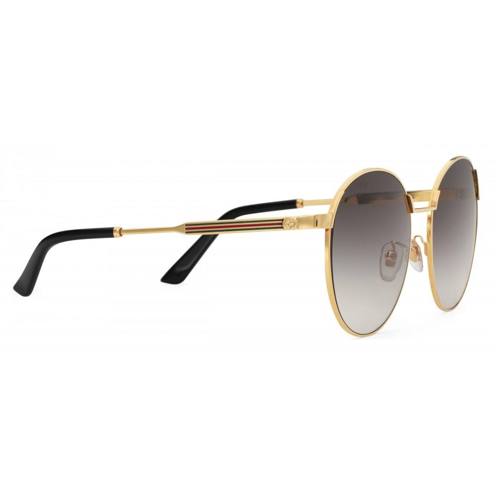 f26677bdb1 ... Gucci - Occhiali da Sole Rotondi in Metallo dalla Vestibilità Ottimale  - Oro con Dettaglio Web ...