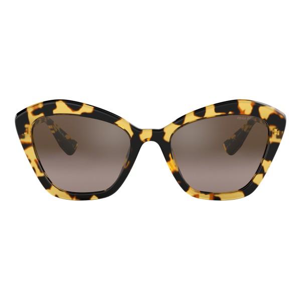 Miu Miu - Occhiali Miu Miu con Logo - Alternative Fit - Cat Eye - Havana Nocciola - Occhiali da Sole - Miu Miu Eyewear