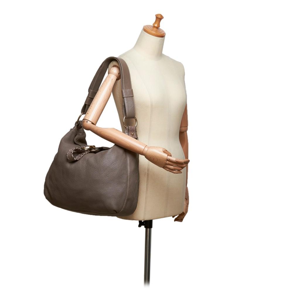 4d1ca9b475f ... Gucci Vintage - Leather G Wave Shoulder Bag - Grey - Leather Handbag -  Luxury High ...