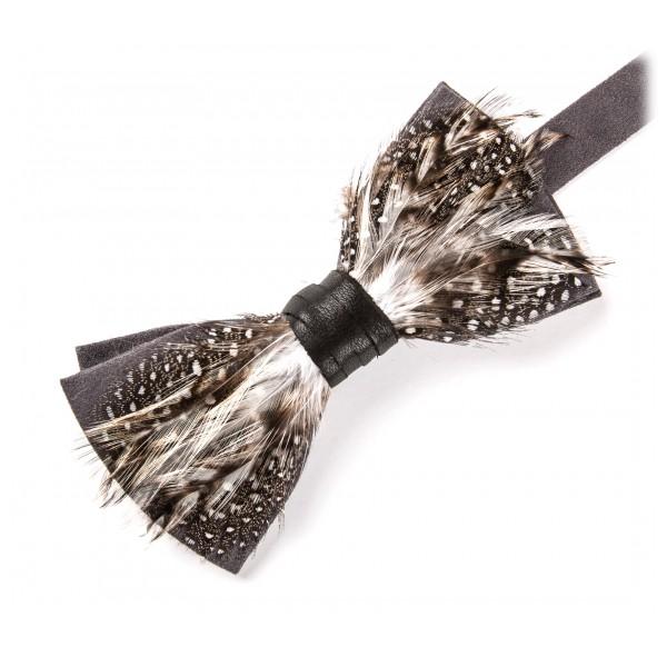 Genius Bowtie - Galileo - Grigio - Papillon in Pelle Scamosciata con Piume - Farfallino di Alta Qualità Luxury