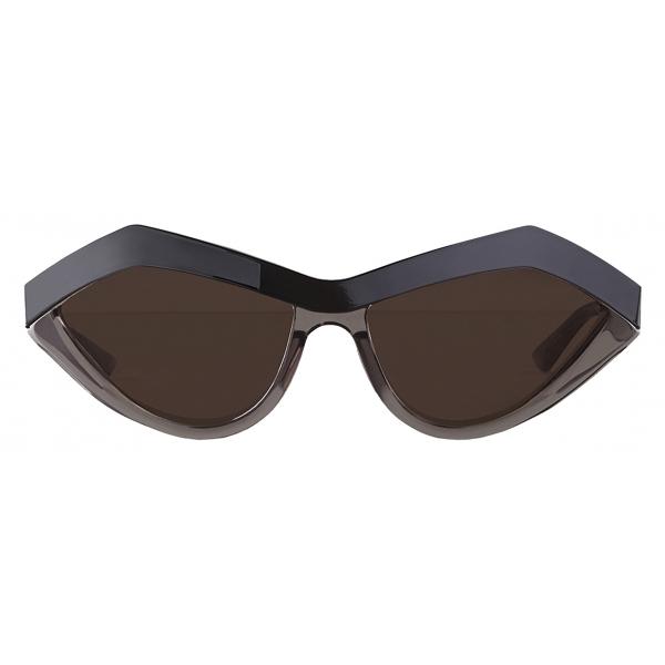 Bottega Veneta - Occhiali da Sole Geometrici Cat-Eye - Nero Fumo - Occhiali da Sole - Bottega Veneta Eyewear