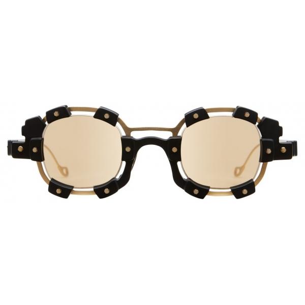 Kuboraum - Mask V1 - Nero e Oro - V1 GB - Occhiali da Sole - Kuboraum Eyewear