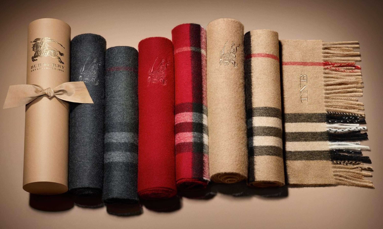 0eba2edec7 ... come Colombo e La Pantera Rosa, il brand ha sviluppato una linea  completa di accessori, tra cui borse, ombrelli, sciarpe, e bagagli con il  Nova Check ...