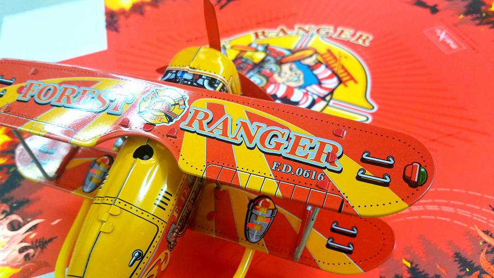 26 Avvenice - Saint John Tin Toys - New Collection - AirPlane Tin.jpg